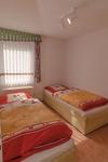 Blick ins Schlafzimmer mit 2 Einzelbetten